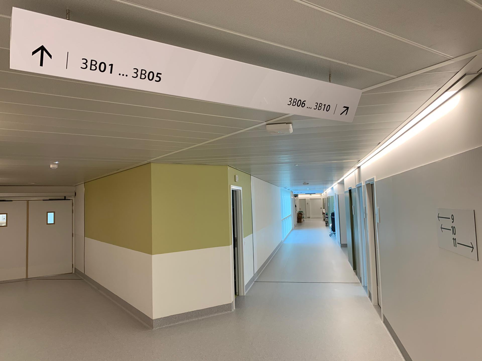 Interne wayfinding ziekenhuis Chirac Delta, wegwijzerborden door Actual Sign, member of the Remotec Group