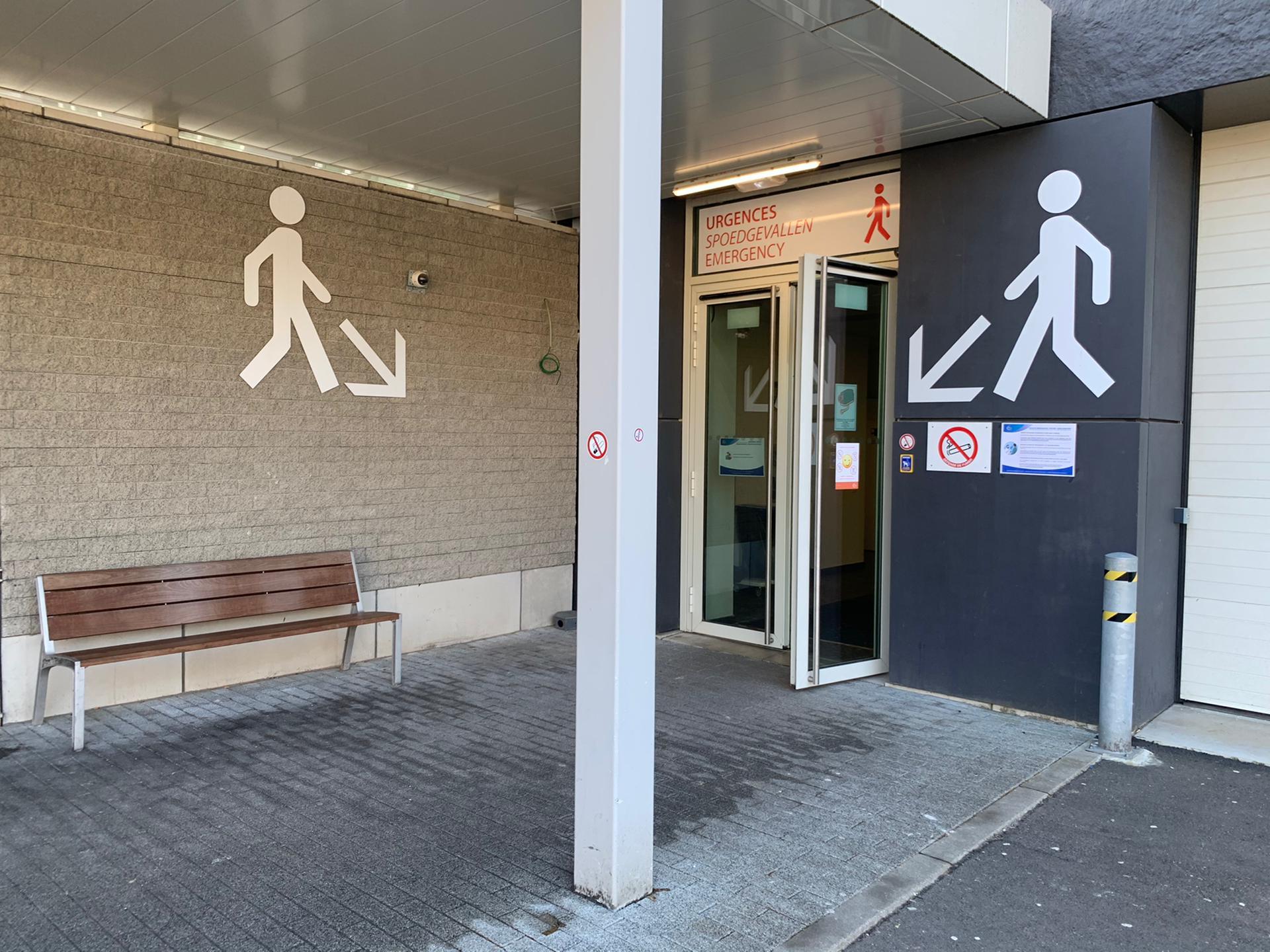 Outdoor wayfinding signalisatie wandelrichting voetgangers, receptie-aanduiding bij Chirac Delta door Actual Sign, member of the Remotec Group