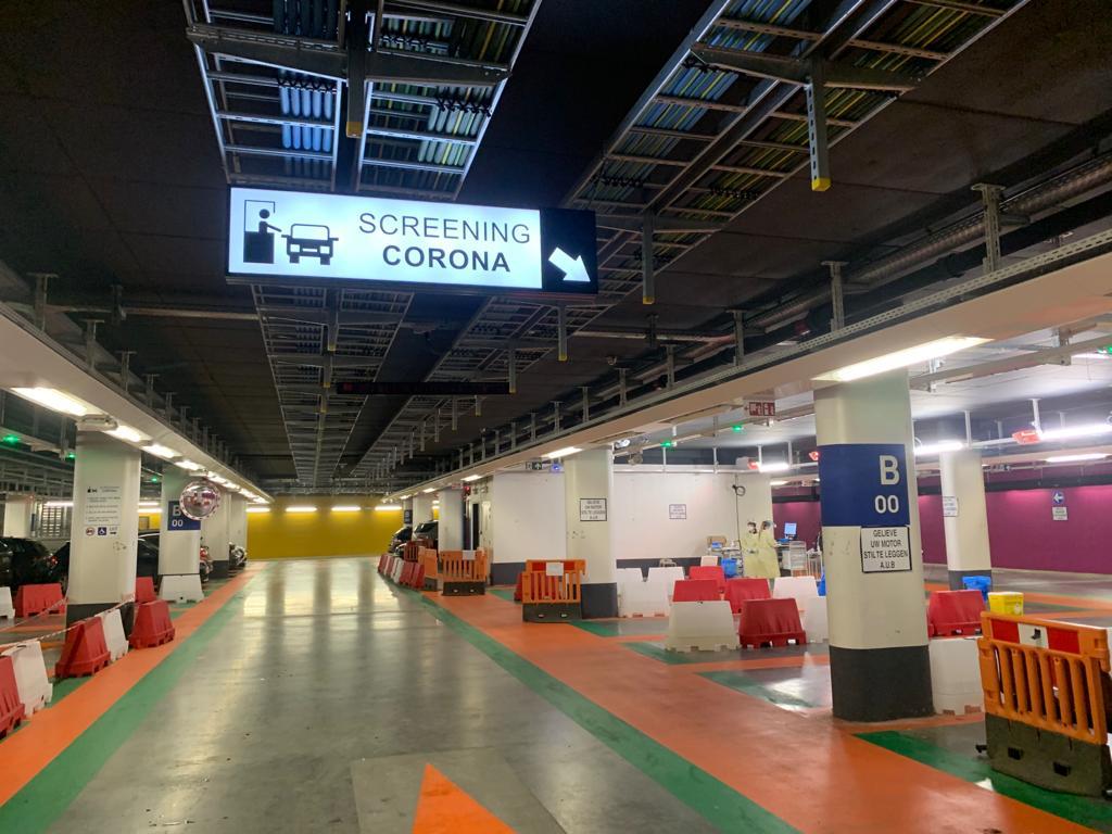 Signalisatie lichtpaneel ledpaneel screening wayfinding corona UZ Leuven